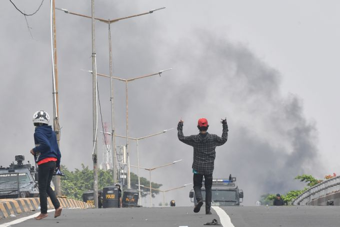 Indonesia restricts WhatsApp, Facebook and Instagram usage following deadly riots | BEAM
