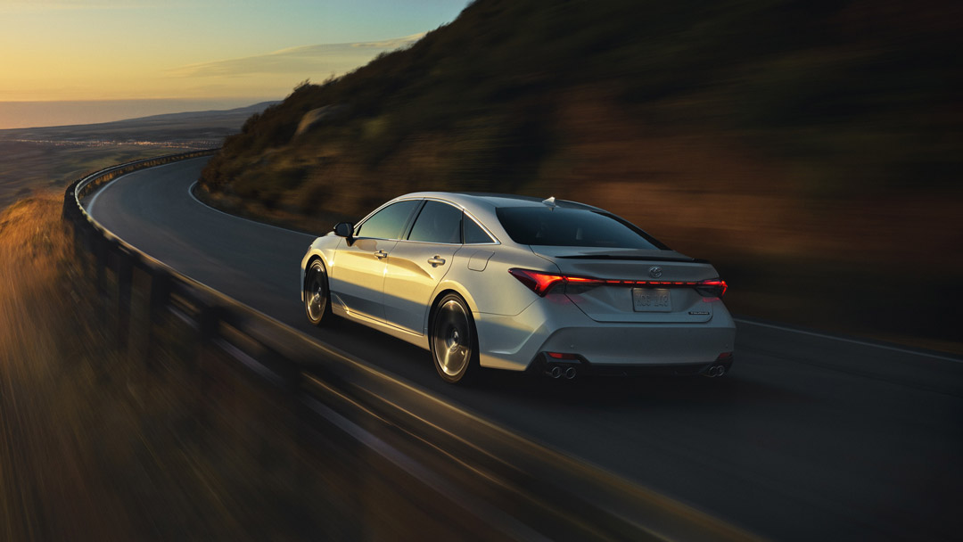 2019 Toyota Avalon Cruising Shot