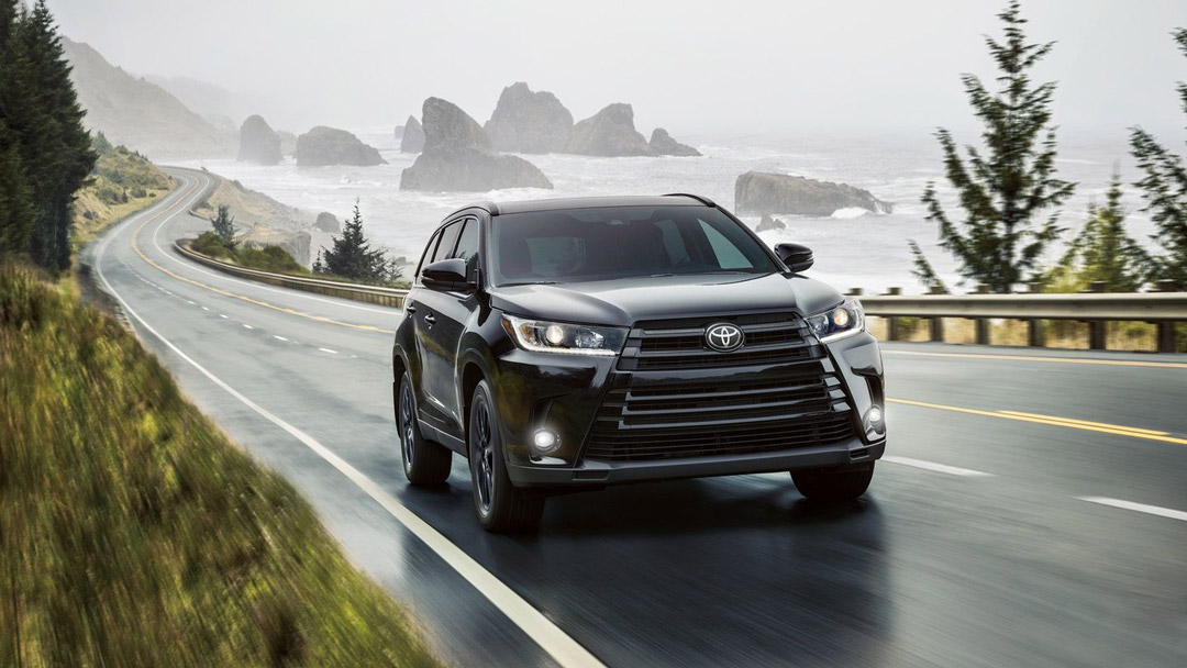 Toyota Highlander Driving