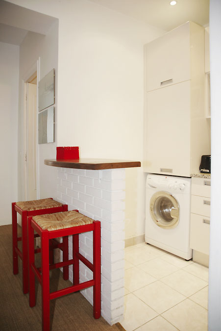 Paris Apartment Short Term Rental / Le Marais / TOUR24