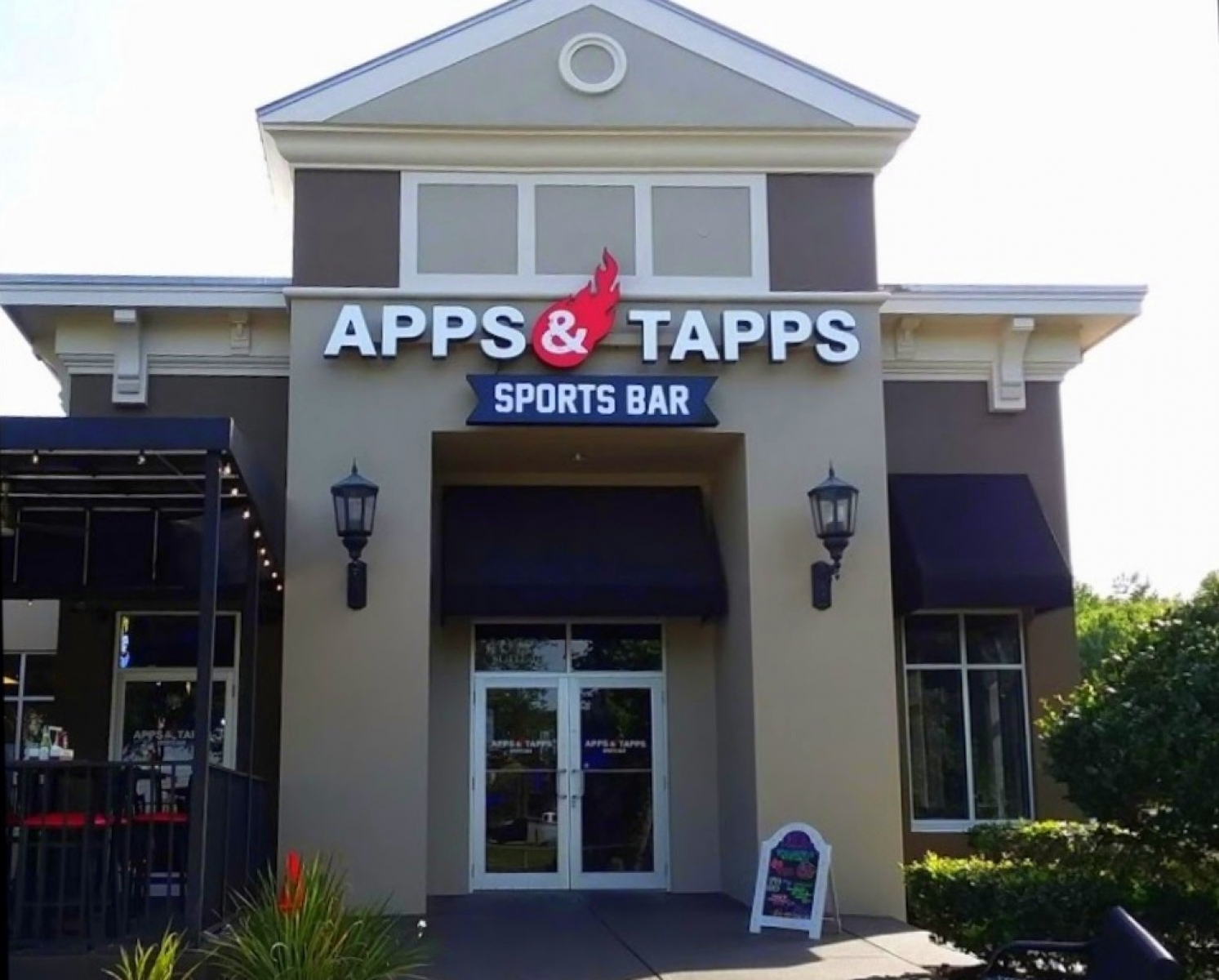 Apps & Tapps Trinity at 8 minutes drive to the east of A Glamorous Smile