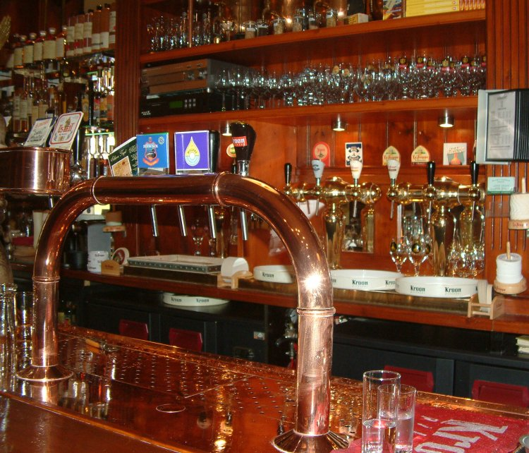 Two rows of taps: more of what's on offer at 't Arendsnest