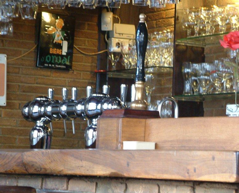 Pump it, baby!: the lambic handpull at Chez Moeder Lambic