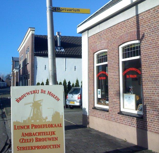 Two directions: you choose. Outside De Molen