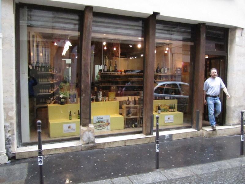Storefront of la Cave à Bulles