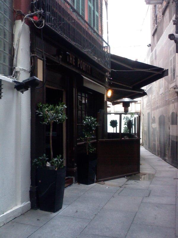 Porterhouse Central: entrance off Grafton Street