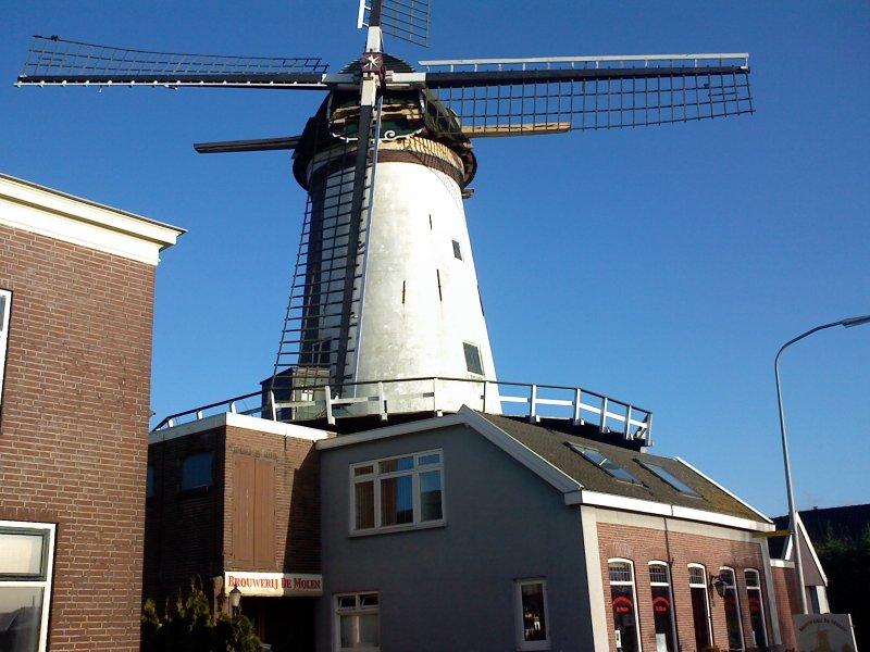 Sails now on: De Molen