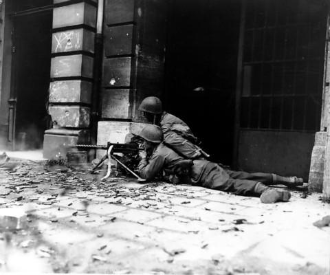 machine gun crew WWII
