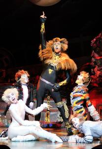 Cats Kursaal Oostende, Oliver Savile as Rum Tum Tugger