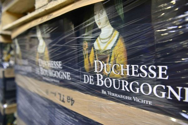 Verhaeghe-Vichte, Duchesse de Bourgogne, stacked & wrapped