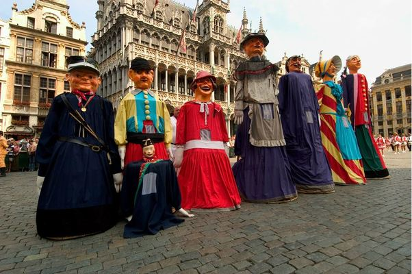 The colourful Meyboom parade, held every 9 August, has its origins in the Middle Ages. In 1213 the Meyboom was first erected to celebrate Brussels' victory over the city of Leuven.