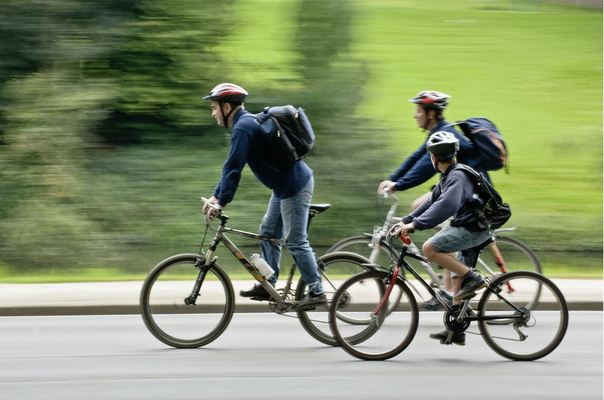 On certain Sundays cars are not allowed in the city. Good news for those who prefer to discover it on two wheels