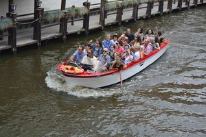 Canal boat trips near the Bourgogne des Flandres brewery in Bruges