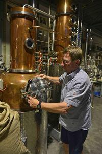 Lindemans Gin, Brewery Lindemans, Distillery De Moor