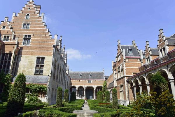 Mechelen Travel Guide, Palace of Margaret of Austria