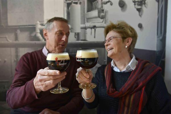 Drinking Bourgogne des Flandres in Bruges