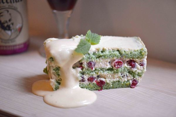 Tiramisu of pistachio biscuit, redcurrants and Bacchus Frambozenbier