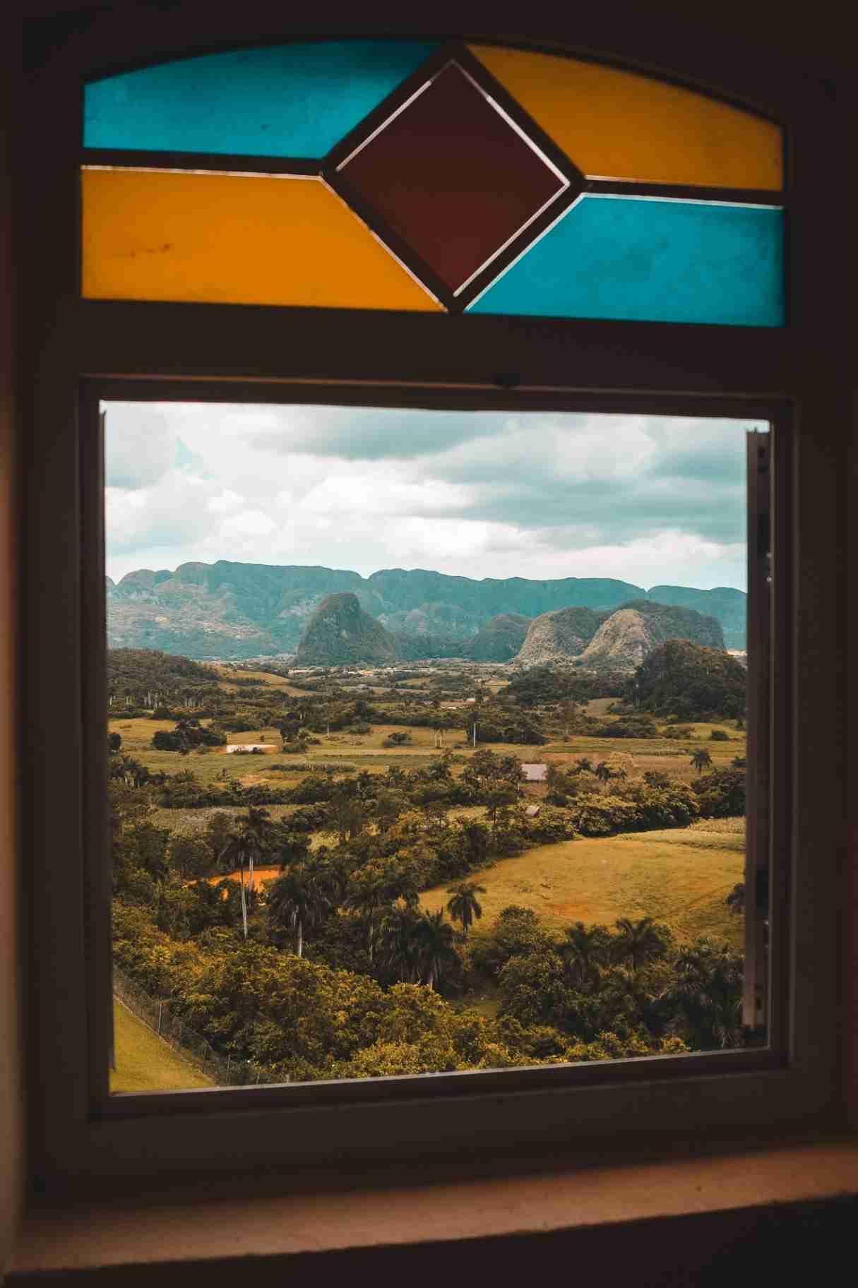 Obra: La ventana que te enseña Viñales