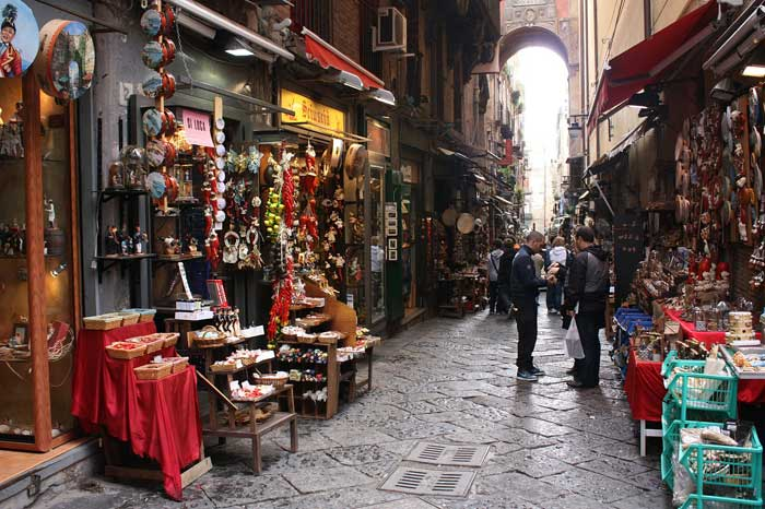 Spaccanapoli Street: Naples Splitter