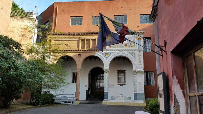 Interesting Neapolitan House