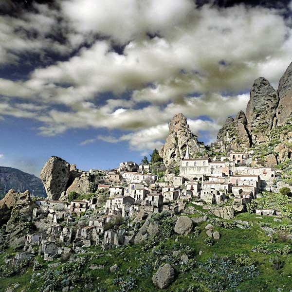 The Ghost Town of Pentedattilo