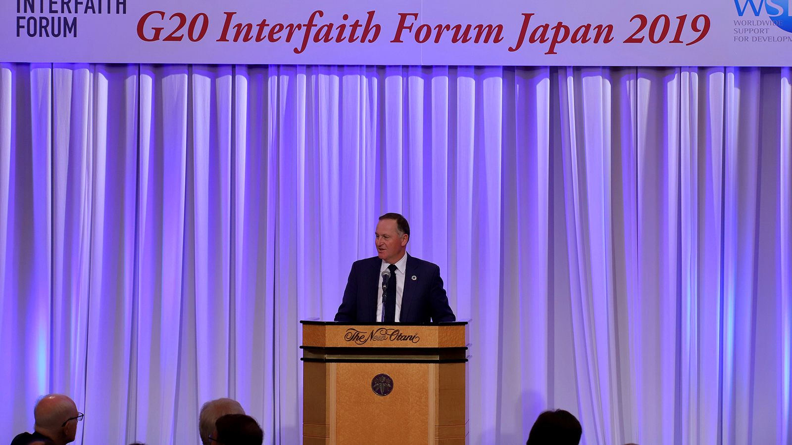 Rt. Hon. David Cameron, former prime minister of the United Kingdom, addresses the forum during a dinner reception.