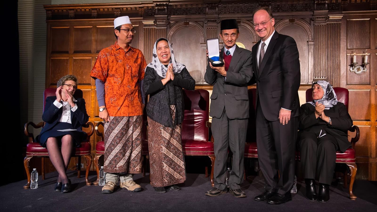 Fahmina Institute Representatives Receive Finalist Award from Georgetown President John J. DeGioia