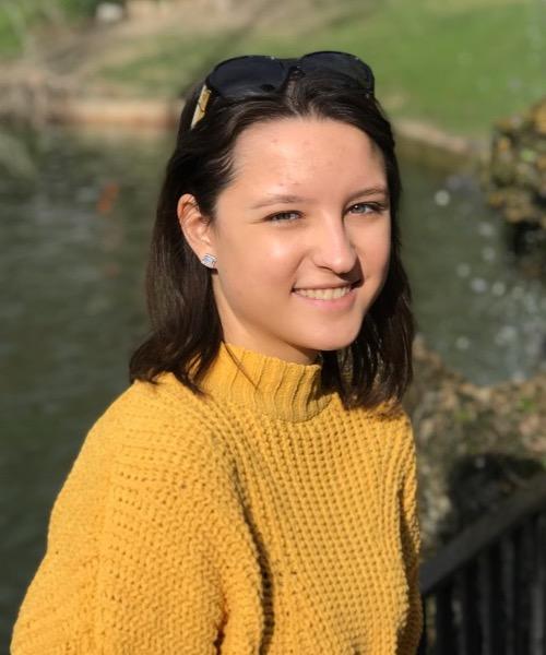 Anna (Ania) Zolyniak headshot