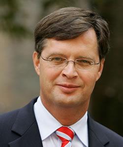Jan-Peter Balkenende headshot