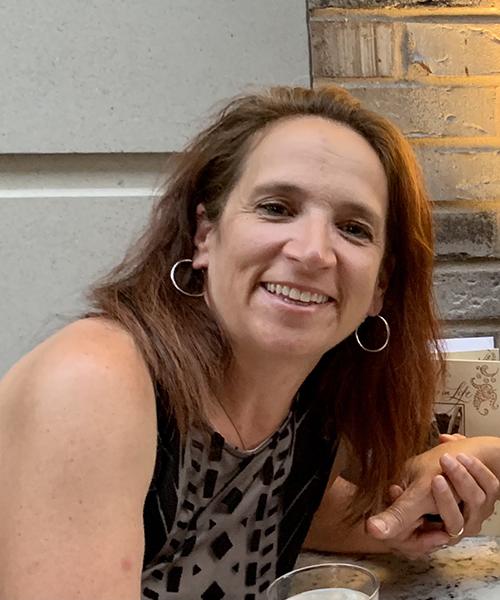 Carol Longsdorf headshot