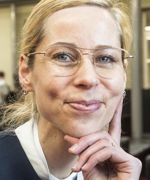 Christine Schliesser headshot