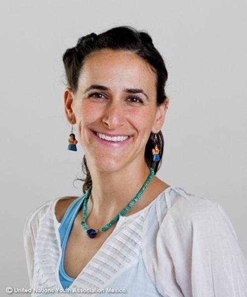 Dina Buchbinder Auron headshot