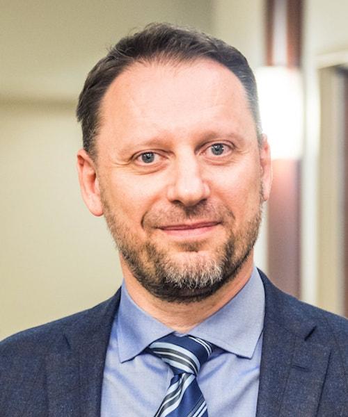 Ermin Sinanović headshot