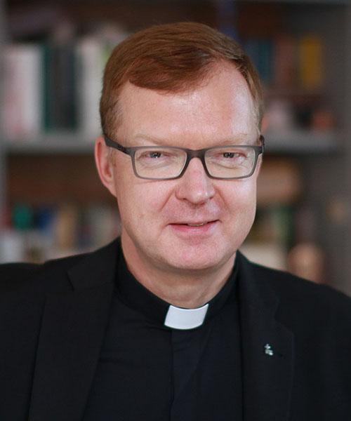 Father Hans Zollner headshot