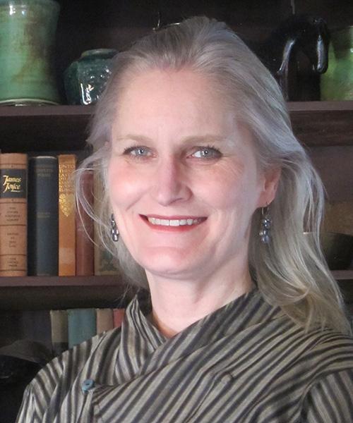 Kirsten Laursen Muth headshot