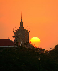 When the City Sits Still: Meditation Communities in Phnom Penh