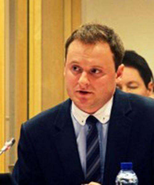 Marek Misak headshot