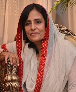 Naumana Amjad headshot