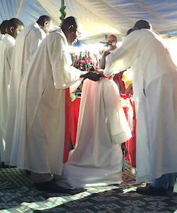 Senegallutheranordinationmankneeling