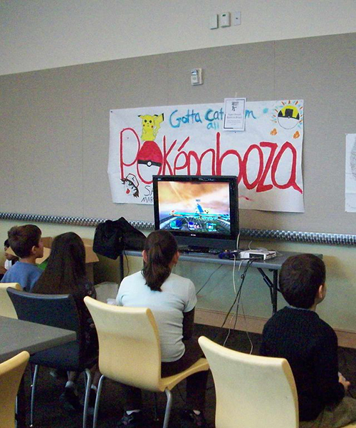 Kids playing Pokeman video games at the San José Public Library