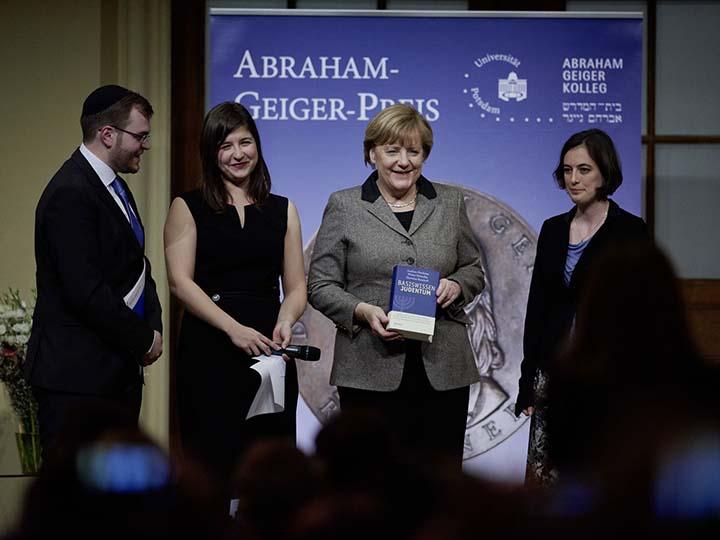 Angela Merkel receives the Abraham Geiger Prize in 2015.