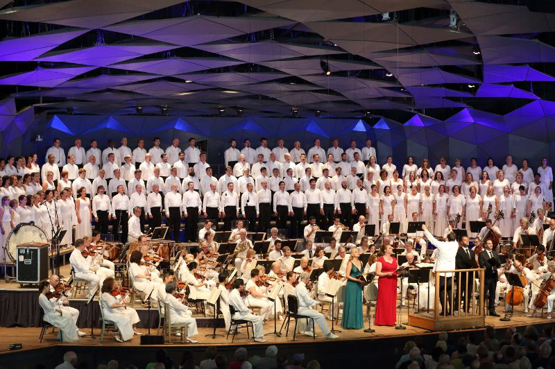 Andris Nelsons leads BSO, Tanglewood Festival chorus, and soloists in Beethoven's Ninth at Tanglewood, Aug. 28, 2016; Hilary Scott photo.