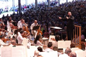 Andris Nelsons conducts the BSO at Tanglewood; Hilary Scott photo