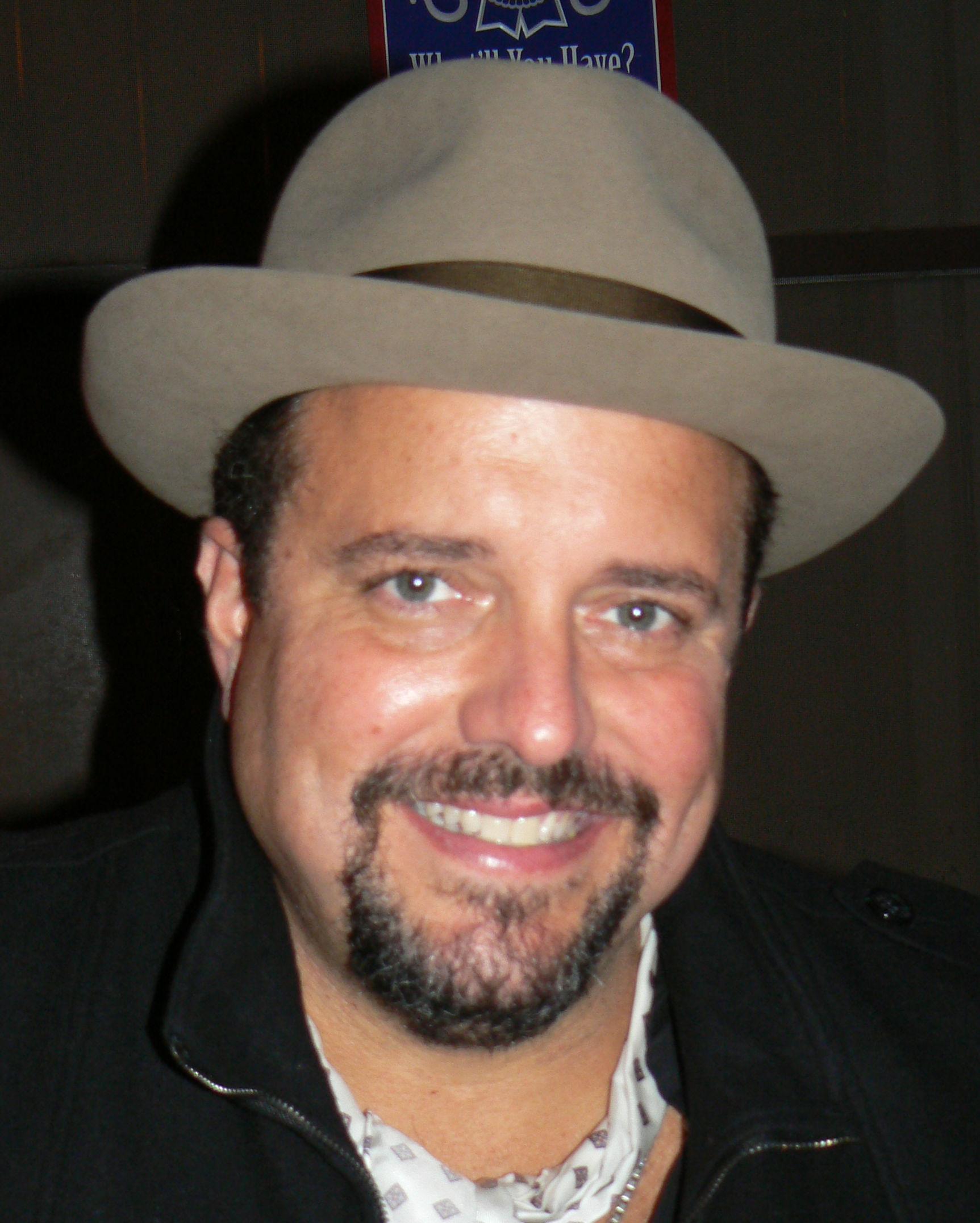 Raul Malo in 2011; photo K8 fan (talk) Chris Williams.