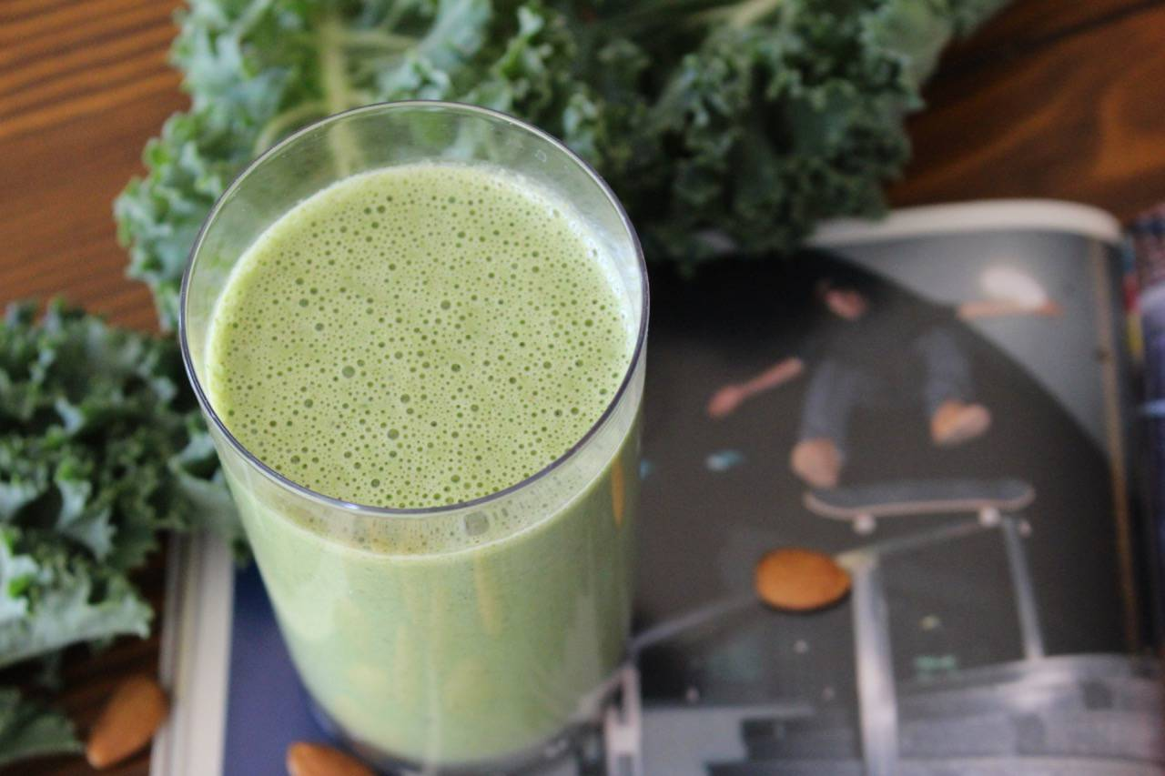 KALE NUSKE SMOOTHIE -- Salad Grinds and Bean Plants #28