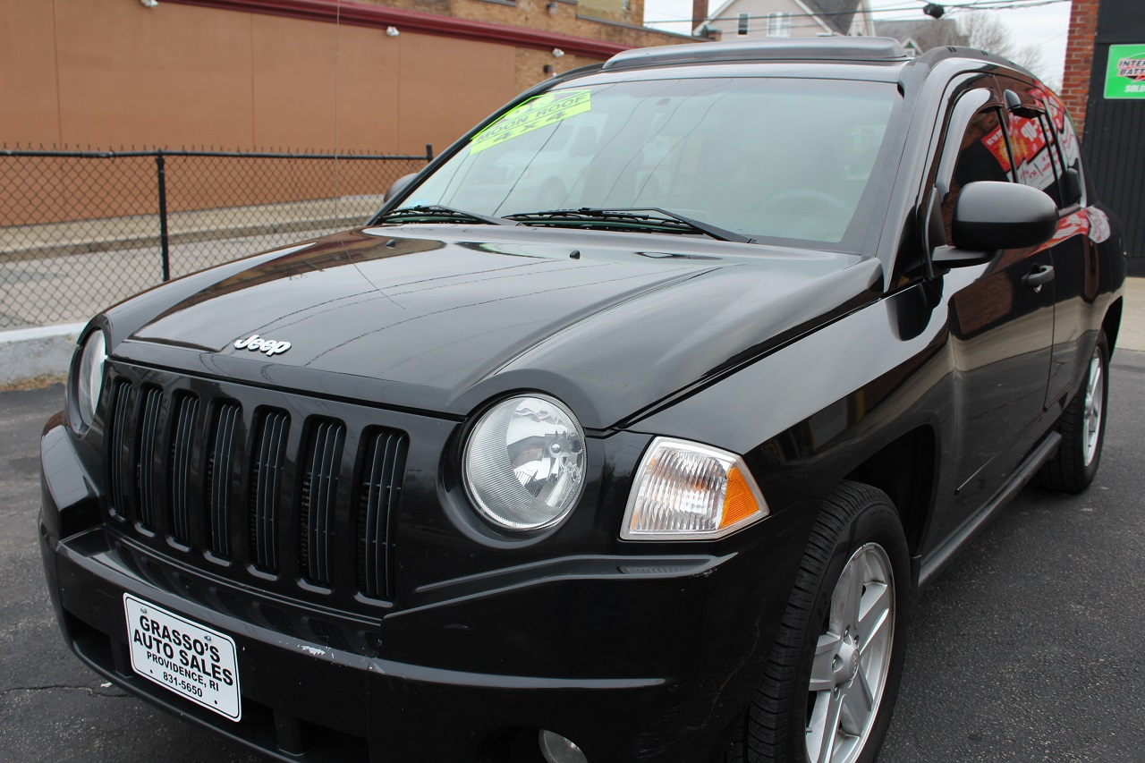 2008 Jeep Compass 4WD 4dr Sport The carlike 2008 Jeep Compass combines the utility of a compact SU