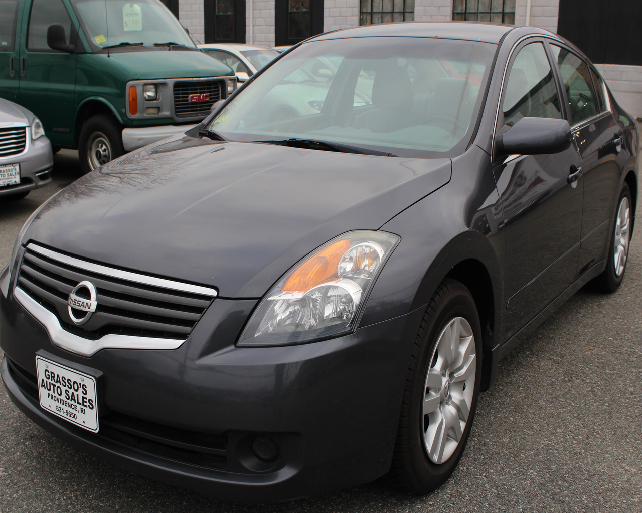 2009 Nissan Altima 4dr Sdn I4 CVT 25 S With slick coupe styling that bears a resemblance to the m