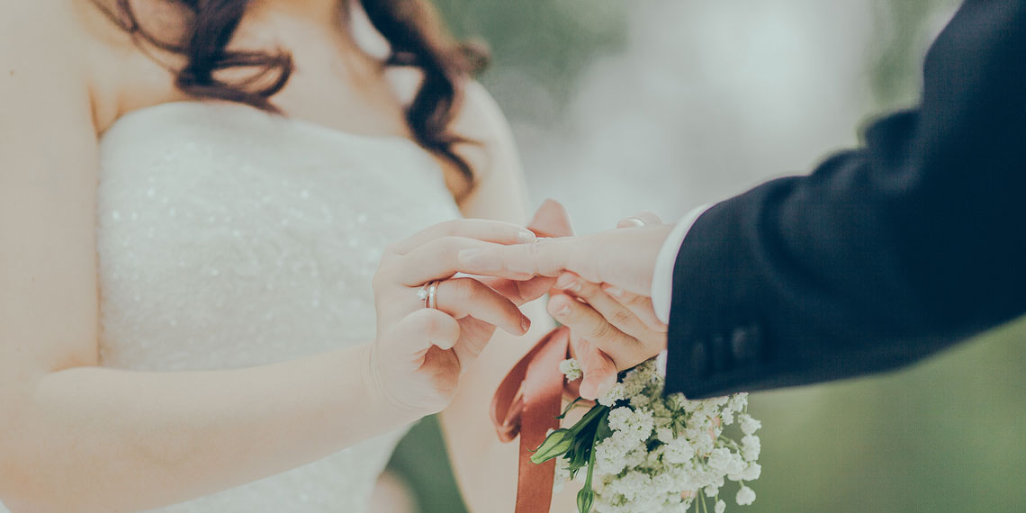 3 Tips To Writing Wedding Vows That Aren't Corny