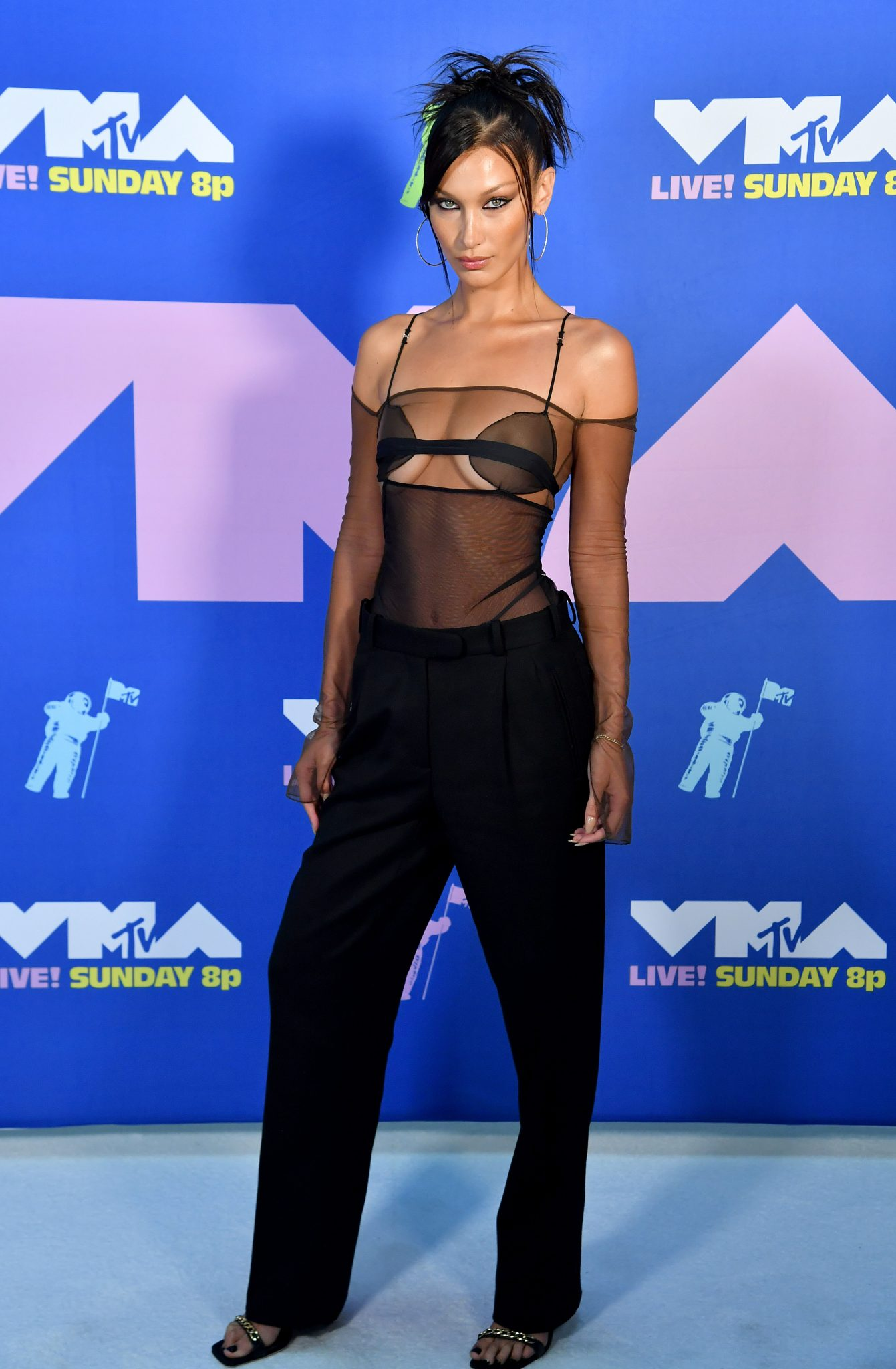 Bella Hadid VMAs