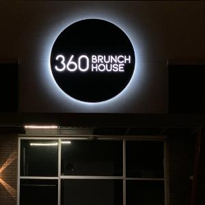 360 Brunch House logo